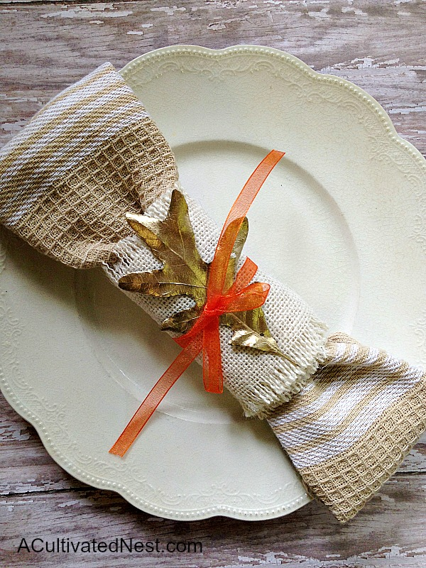 Sweet & Simple Fall Napkin Ring. Love the elegance of gold against the rustic burlap. So pretty and easy to make!