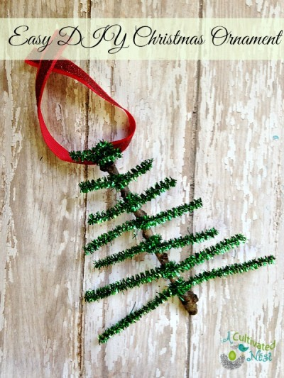 Easy to make pipe cleaner Christmas tree ornament