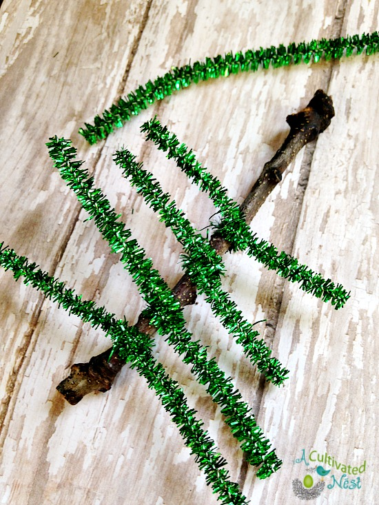 how to make a pipe cleaner Christmas tree ornament