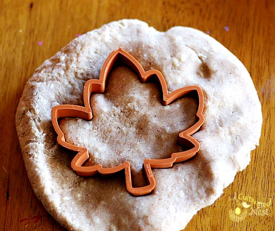 There's lots of activities you can do with the kids and this awesome smelling pumpkin pie spice playdough!