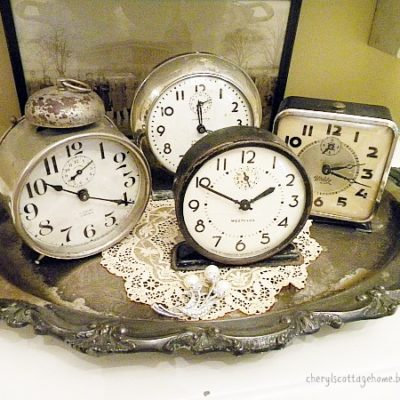 decorate for New Year's Eve with old clock!