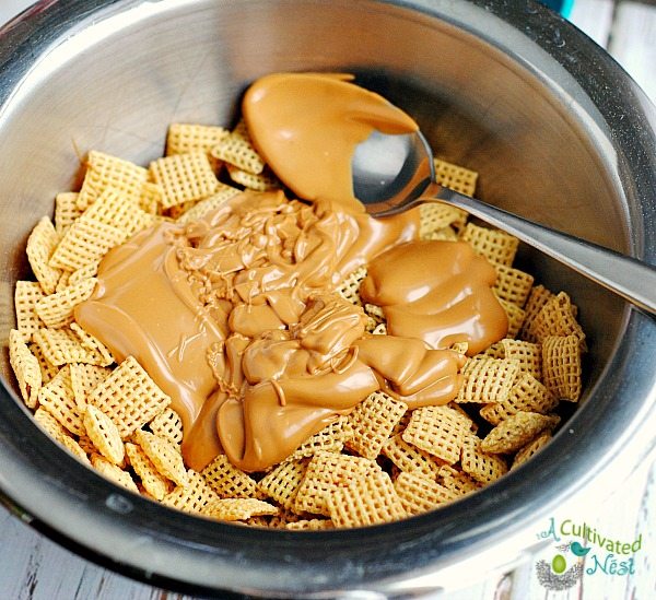 How to make puppy chow snack mix