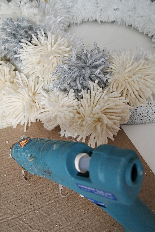 How to make a winter pom pom wreath