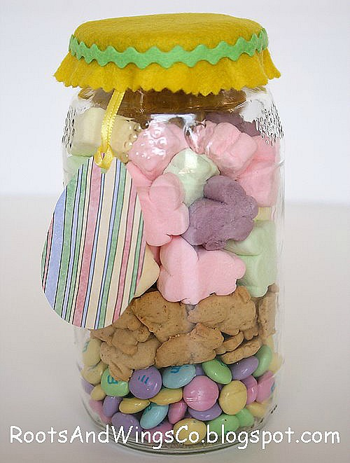 10 Cute Easter Treats In A Jar: Easter smores in a jar