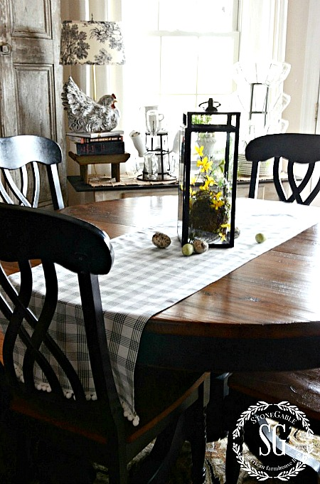 10 No Sew Home Decor Projects: No Sew Table Runner by StoneGable