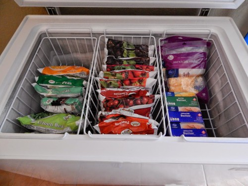9 Ideas For Organizing a Chest Freezer- Organizing a chest freezer is actually pretty simple, if you know the right tips and tricks! Check out these 9 clever (and inexpensive) ways to organize a chest freezer! | how to organize the food in your freezer, organize your freezer meals, organize frozen food, #organizing #organization #organize #organizingTips #homeOrganization