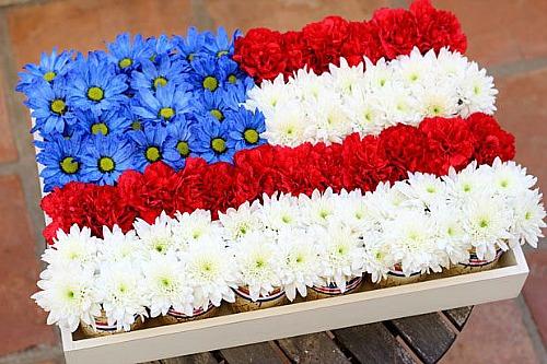 15 Patriotic DIY Home Decor Projects: Mason Jar Flag Centerpiece