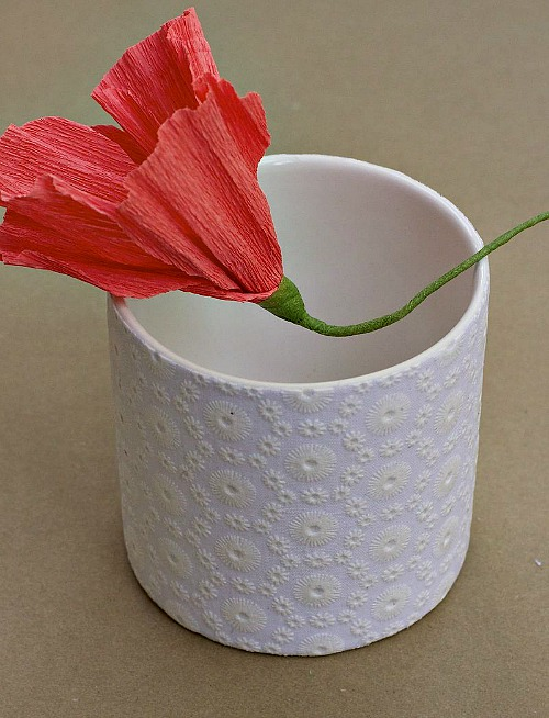 10 Creative DIY Planter Makeovers: decoupaged-lace-pot-decoration-diy
