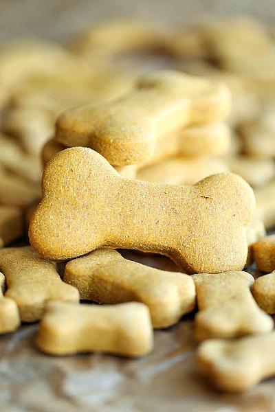 15 Easy Homemade Dog Treats | Homemade Peanut Butter Dog Treats