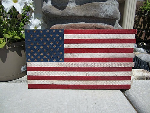 DIY Distressed Wood Flag