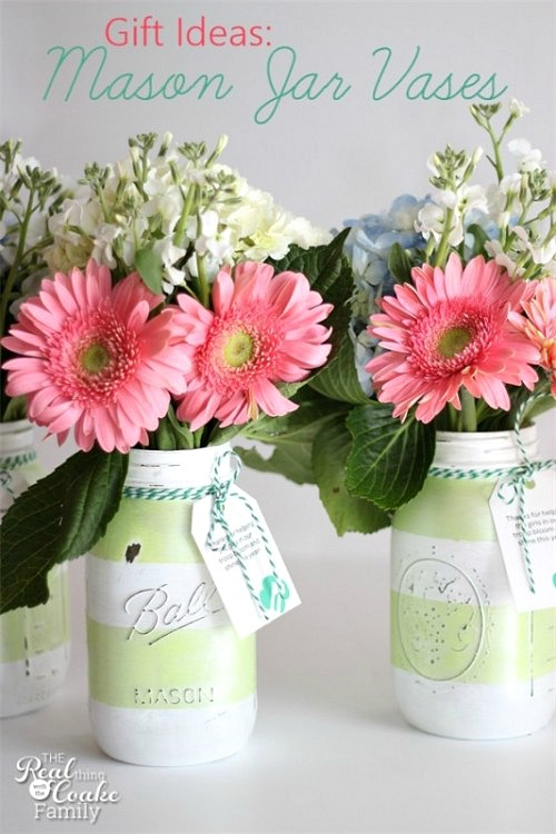 DIY painted Mason jar flower vases | Check out these 10 Summer Mason Jar Craft Ideas for fun ideas for what to do with your Mason jars this summer!