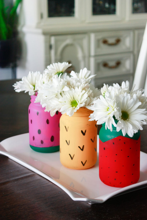 15 Fun Summer Mason Jar DIYs- If you want to update your home's decor for summer, check out these 15 Mason jar DIY ideas! All of these Mason jar crafts are so easy, and so pretty! | #MasonJar #diyProject #summer #craftIdeas #ACultivatedNest