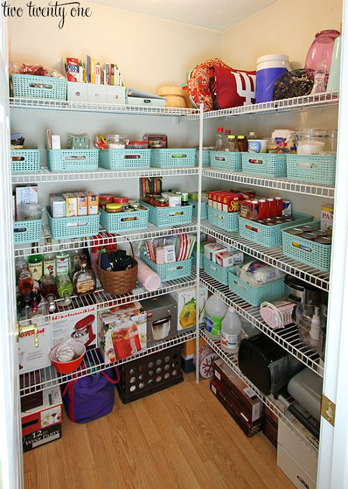 Pretty pantry organization ideas- blue baskets