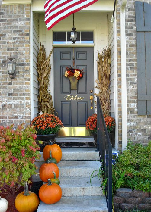 Small Fall Front Porch- Unsure how to decorate your front porch for autumn? Take a look at these 15 fabulous fall front porch ideas and be inspired! | #fall #porchDecor #decorating #fallDecor #ACultivatedNest