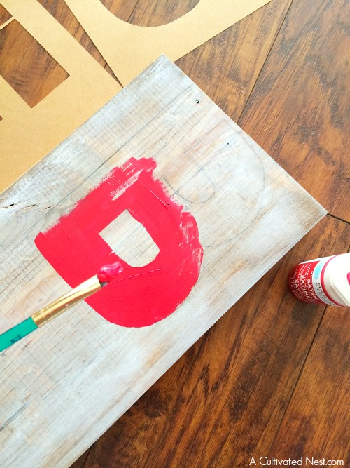 """""""Be Merry"""" DIY Christmas Sign- Here's a festive way to welcome your guests this holiday season! This is an easy (and pretty) DIY Christmas decorating project for your porch!   DIY Christmas sign, Christmas decor, holiday decor, wooden sign, handmade"""