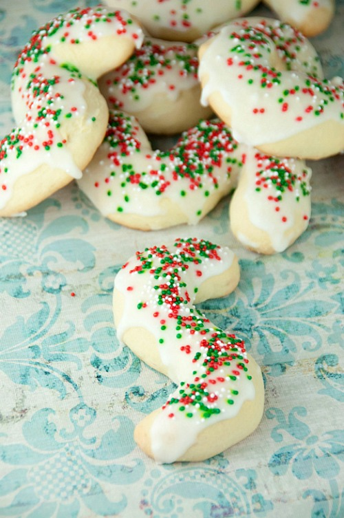 "10 Yummy Christmas Cookie Recipes- Italian Anisette ""S"" Cookies"