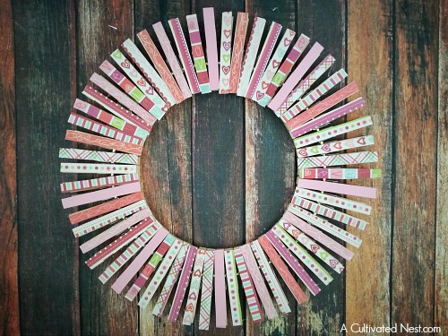 DIY Valentine's Day clothespin wreath
