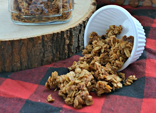 Homemade apple pie granola