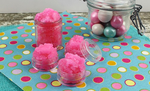 DIY bubble gum lip scrub