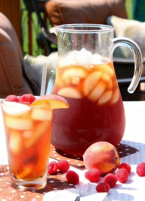 10 Refreshing Flavored Ice Tea Recipes - Homemade Peach Raspberry Sun Tea