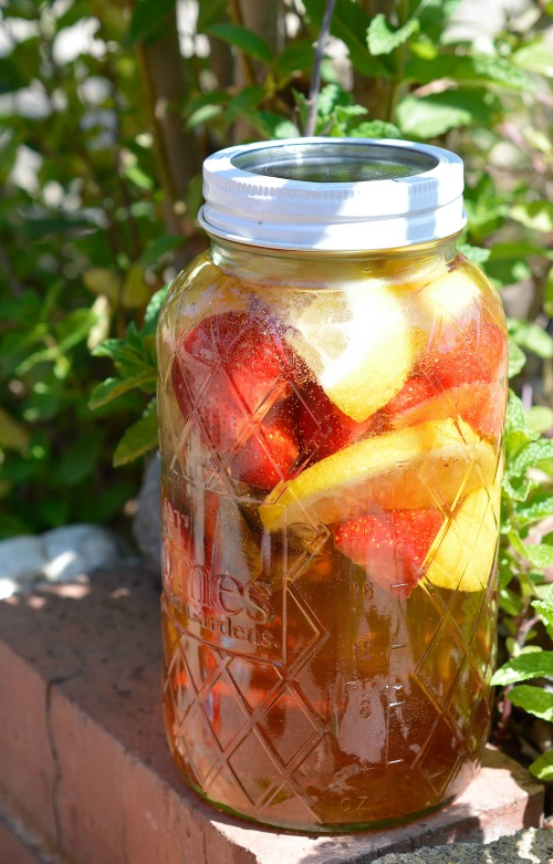 10 Refreshing Flavored Ice Tea Recipes- Strawberry Lemonade Sun Tea