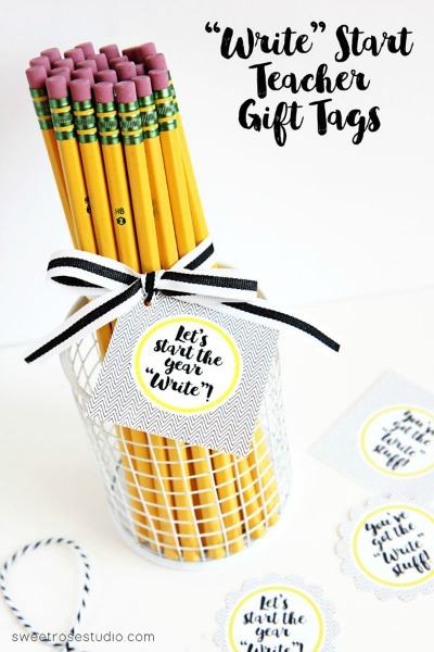 DIY Back To School Teacher Gift Ideas - Back to school is right around the corner! I think teachers always appreciate a thoughtful gift whether it's the beginning or end of the year or even just because. I've collected some of my favorite DIY Gifts for Teachers that I'm sure they will love