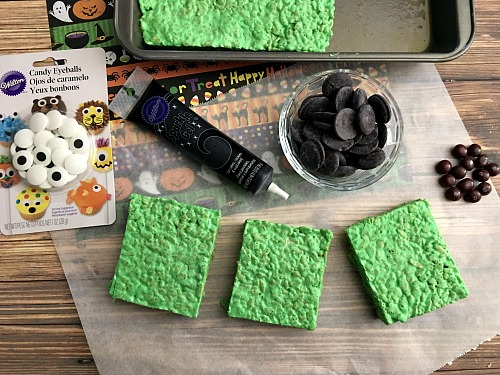 these frankenstein rice krispie treats are easy and delicious halloween party desserts theyre