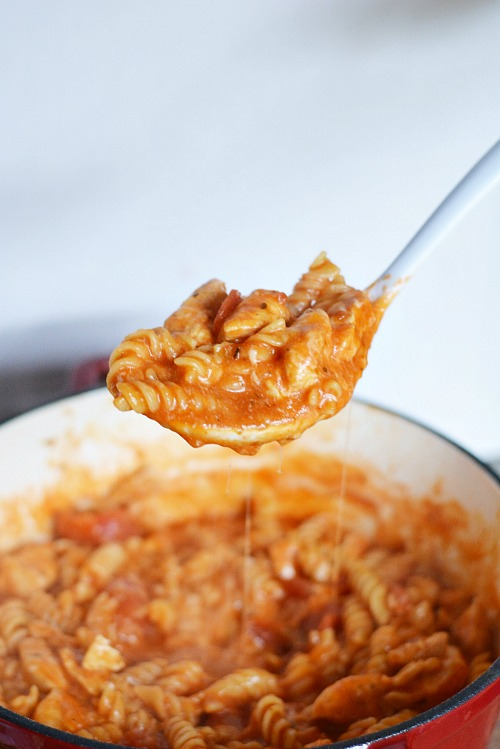 If you want a tasty homemade dinner, but don't have a lot of time, make this Italian cheesy chicken pasta one pot meal! It only takes 30 minutes!