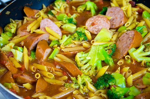 One Pot Sausage Pasta- This easy (and delicious) one pot sausage pasta recipe only takes 30 minutes to make and is a complete meal! It's perfect for busy days!   recipe, one skillet, easy, fast recipe, penne, broccoli, food