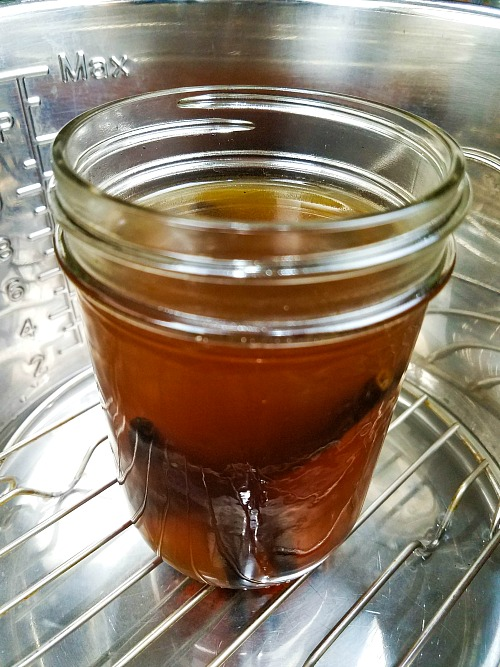 Homemade Vanilla Extract Made in the Instant Pot- Quality vanilla extract can be expensive. Easily (and quickly!) make your own delicious homemade vanilla extract in an Instant Pot!   recipe, make your own, Instapot recipe, easy recipe, frugal living, save money on groceries, money saving ideas, homemade extracts