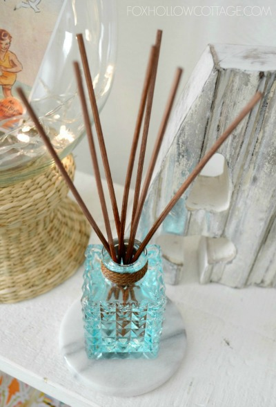 DIY reed diffuser air freshener - These simple DIY Air fresheners are inexpensive to make and will leave your home smelling great in no time!