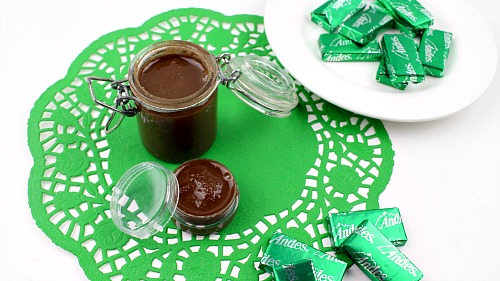 Andes Chocolate Mint Lip Scrub- You don't have to wait until after dinner to enjoy an Andes mint! Instead, just make this moisturizing DIY Andes chocolate mint lip scrub! | homemade beauty products, sugar scrub, homemade gift idea, Mother's Day gift, easy DIY