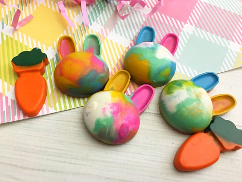 Cute and Colorful DIY Bunny Crayons- Coloring is much more fun if your kids have custom-shaped crayons! Here's how to easily make your own cute and colorful DIY bunny crayons! These would make great Easter basket gifts! | DIY project, craft, easy DIY, custom crayon, kids' art supplies, carrot crayons