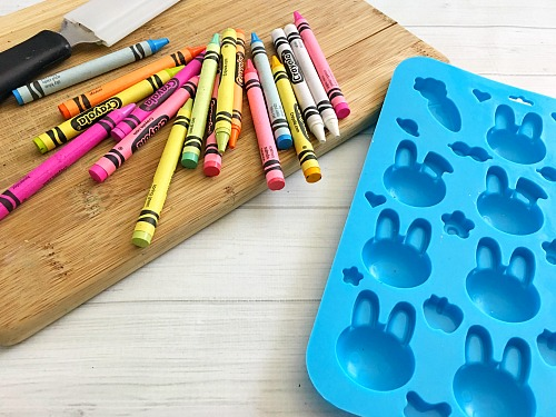 Cute and Colorful DIY Bunny Crayons- Coloring is much more fun if your kids have custom-shaped crayons! Here's how to easily make your own cute and colorful DIY bunny crayons! These would make great Easter basket gifts!   custom crayon, kids' art supplies, Easter crayons, rabbit, carrot crayons #Easter #diy #craft #coloring