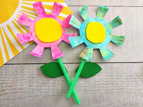 Paper Plate Flowers Kids Craft- Keep your kids busy this spring with this adorable paper & Adorable Paper Plate Flowers Kids Craft- Fun Spring Craft for Kids!