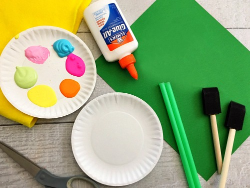 Paper Plate Flowers Kids Craft- Keep your kids busy this spring with this adorable paper plate flowers kids craft! Its so easy for kids to customize the flowers and make them their own! | craft for kids, DIY project, easy DIY, spring craft, inexpensive craft, frugal craft, paper plate craft, colorful, bright