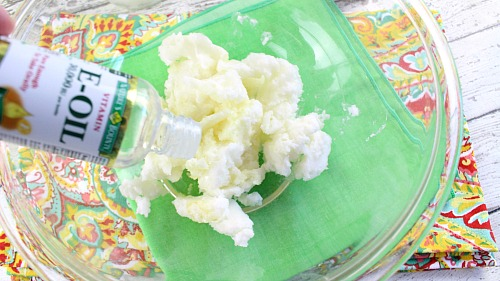 Coconut Lime Whipped Body Butter- This coconut lime whipped body butter is easy to make, smells wonderful, and leaves your skin feeling moisturized and soft! It'd be a great DIY gift! | homemade beauty product, homemade gift ideas, handmade gift, essential oil, coconut oil, whipped soufflé body butter, DIY, craft