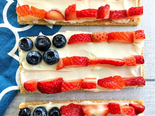 Red, White, and Blue Fruit Flag Grahams- These yummy fruit flag grahams only take minutes to put together! This makes them the perfect dessert for Memorial Day or Fourth of July gatherings! | patriotic food, no-bake recipe, fresh fruit, strawberries, blueberries, snack ideas, easy desserts for barbecues, BBQ dessert ideas