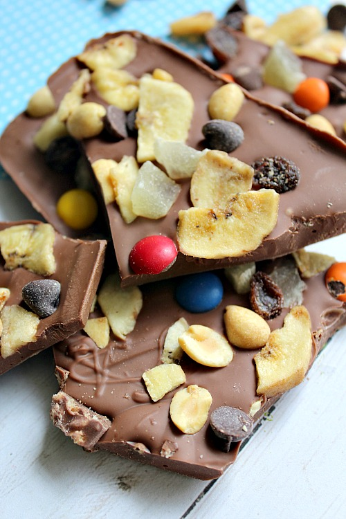 Trail Mix Candy Chocolate Bark- This trail mix candy chocolate bark is the perfect combo of sweet chocolate and crunchy add-ins. And since it's a no-bake recipe, its easy to make! | dessert, snack, nuts, raisins, M&Ms, dried fruit, easy