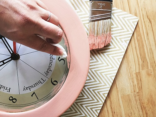 DIY Chalky Paint Clock Makeover- Get an inexpensive new decor item for your home by taking a thrift store clock and updating it with a simple DIY chalky paint clock makeover! | thrift store DIY, thrift store makeover, painting, homemade chalky paint, easy painting projects, weekend DIY projects, home decor, make your own chalk paint