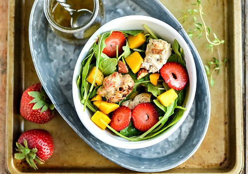 Strawberry Mango Grilled Chicken Salad- A delicious way to use up extra grilled chicken from your last barbecue is to make this strawberry mango grilled chicken salad! | healthy, ways to use rotisserie chicken, easy, summer salad, quick, lunch, dinner, fresh fruit