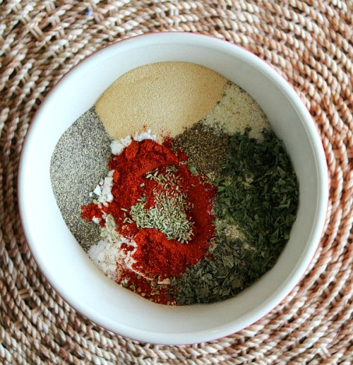 15 Seasoning Mixes You Can Make Yourself- Tired of the high price of commercial seasoning mixes? Check out these easy seasoning mixes you can make yourself to save money! | seasoning recipes, spice mix, burger seasoning, fajita seasoning, homemade Italian seasoning, chili seasoning, pumpkin pie spice, gingerbread spice mix