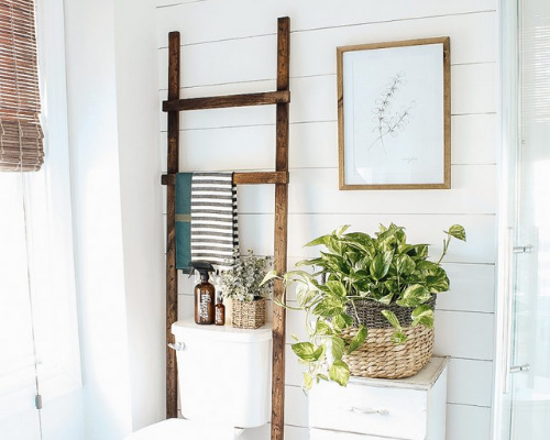 12 Bathroom Organization Ideas- What home couldn't use more storage in the bathroom? Check out these 12 creative bathroom storage solutions for some organizing ideas!   #organizingTips #homeOrganization #bathroomOrganization #bathroomStorage #ACultivatedNest