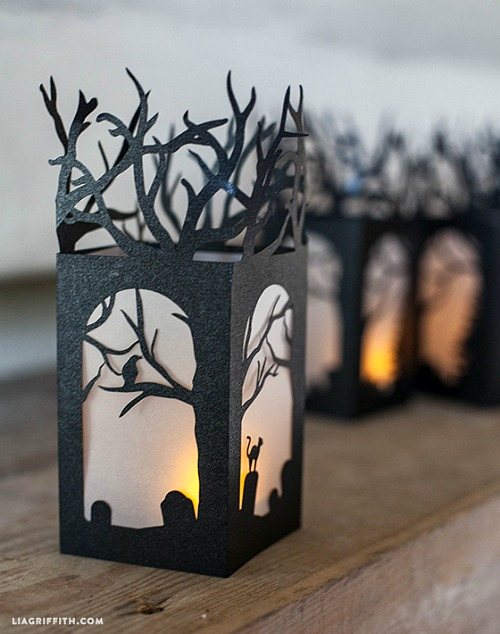 15 Frightfully Fun DIY Halloween Decorations- These DIY Halloween decorations are light on fright, heavy on fun, and easy on the budget! Check out these 15 homemade Halloween decor ideas! | Halloween wreaths, DIY Halloween candles, Mason jar craft, Halloween garland, bottle upcycle, October DIY decor