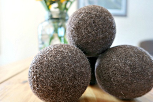 DIY Wool Dryer Balls- Save money and dry your clothes the all-natural way with these DIY wool dryer balls. They're so easy to make, and you'll never need dryer sheets again! | frugal living, safe dryer sheet substitute, how to make dryer balls, homemade felted dryer balls, handmade, tutorial, #DIY