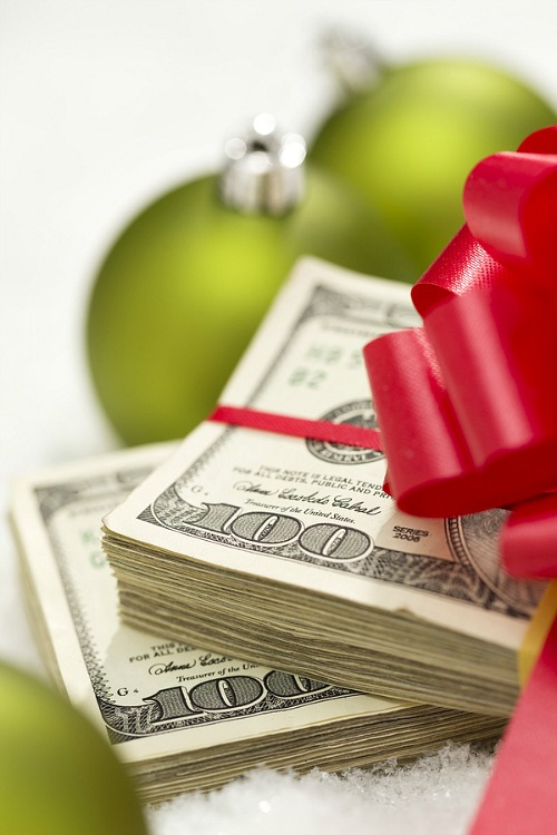 How to Plan for Christmas: Making a Christmas Budget- Is Christmas usually a stressful time for you? You can change that with a little planning! Take a look at these tips on how to get organized for Christmas! | organizing tips, stress-free Christmas, organization, less stress this Christmas, organizing for the holidays, #Christmas #organization #ACultivatedNest