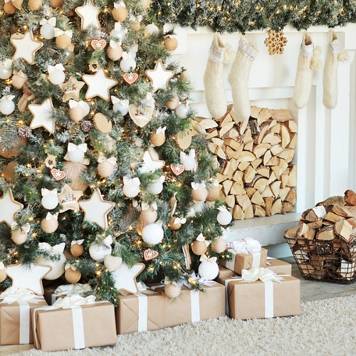 How to Organize for Christmas- Is Christmas usually a stressful time for you? You can change that with a little planning! Take a look at these tips on how to get organized for Christmas! | organizing tips, stress-free Christmas, organization, less stress this Christmas, organizing for the holidays, #Christmas #organization #ACultivatedNest
