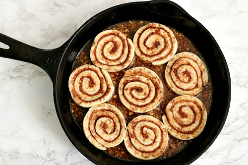 Semi-Homemade Skillet Cinnamon Rolls- You don't have to make desserts 100% from scratch for that homemade flavor. Save time and make these delicious semi-homemade skillet cinnamon rolls!   cinnamon rolls with pecan glaze, baking, treat, fall, autumn, food, #dessert #baking