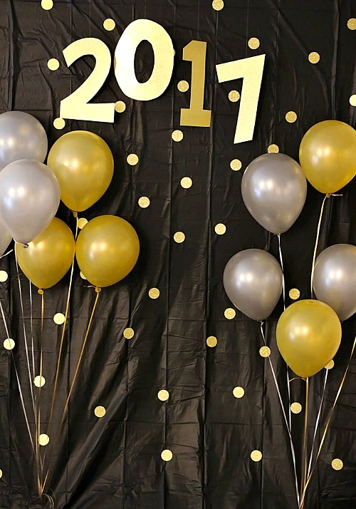 DIY New Year's Photo Backdrop- You can have a fun and glamorous New Year's Eve without spending a lot! Check out these 15 DIY New Year's Eve décor ideas for inspiration! #DIY #NewYearsEve #decor #craft #ACultivatedNest