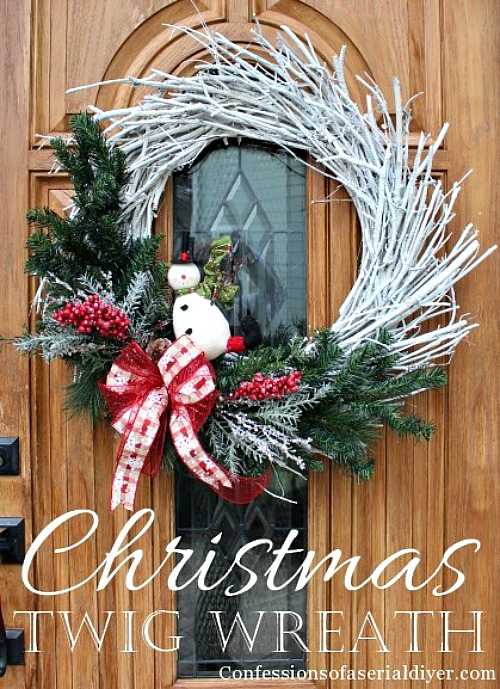 15 Easy DIY Outdoor Christmas Decorating Ideas- This Christmas, stay on budget and make your home look beautiful with these 15 easy DIY outdoor Christmas decorating ideas! #Christmas #DIY #decor #wreath